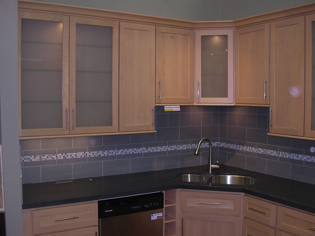 Maple Shaker Kitchen Cabinets natural maple shaker kitchen cabinets photo album