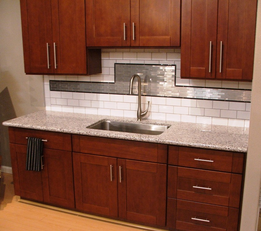 shaker cherry kitchen cabinets cherry shaker kitchen cabinets photo album 25979
