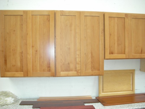 Honey american maple shaker kitchen cabinets photo album for American maple kitchen cabinets