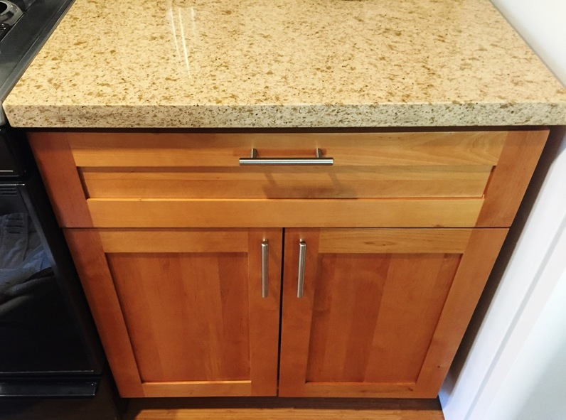 Light Honey-Natural American Maple Shaker Kitchen Cabinets ...