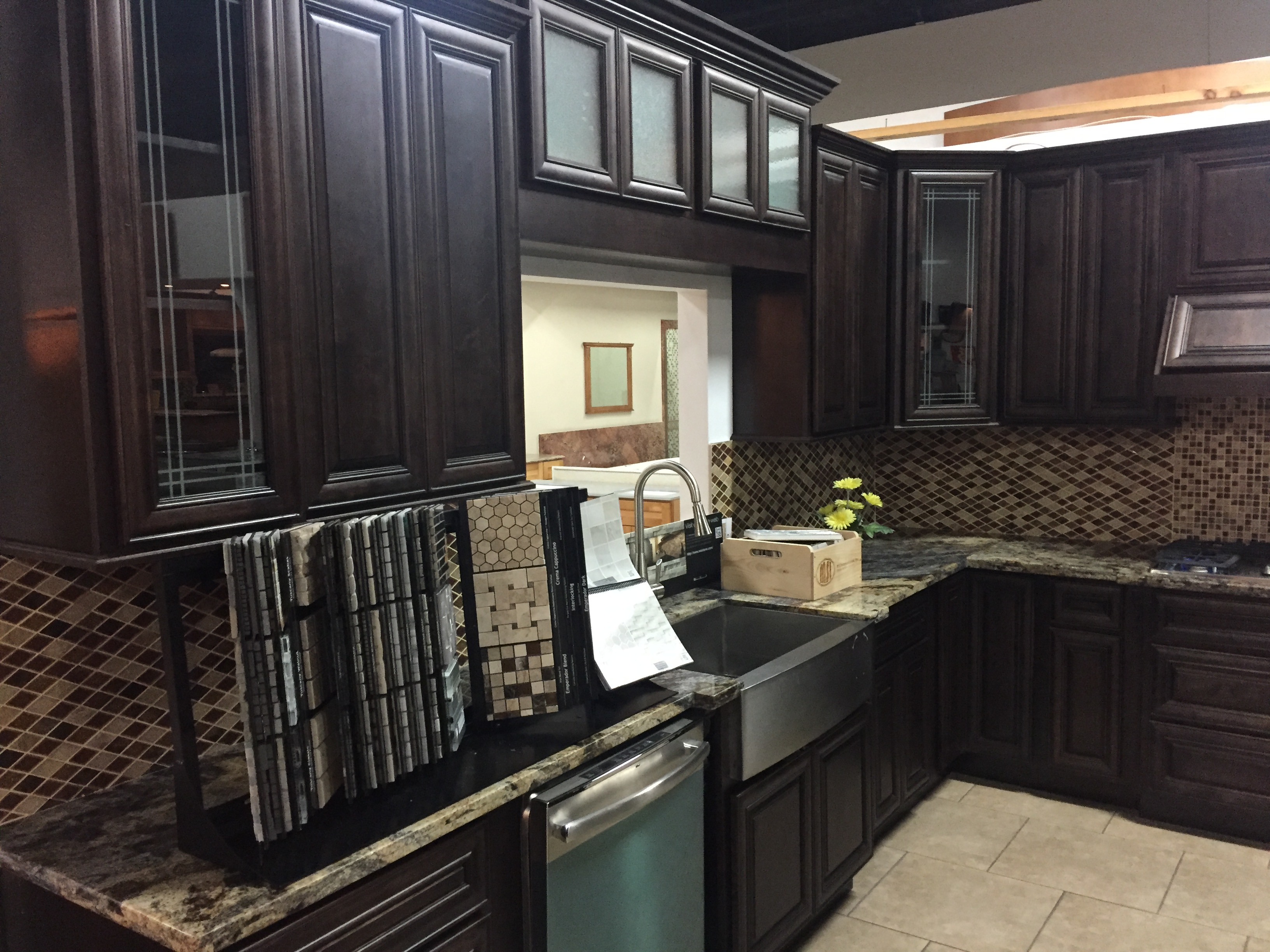 Chestnut Maple Glaze Kitchen Cabinets
