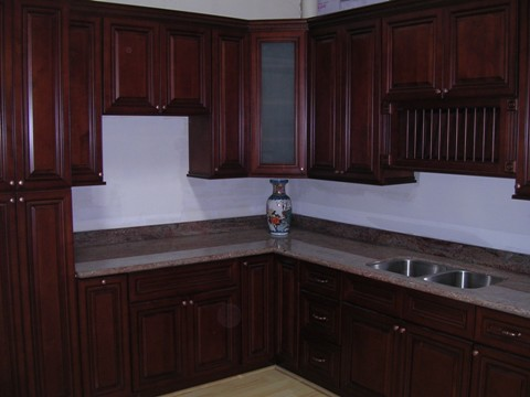 Cherry maple glaze kitchen cabinets for Cherry vs maple kitchen cabinets