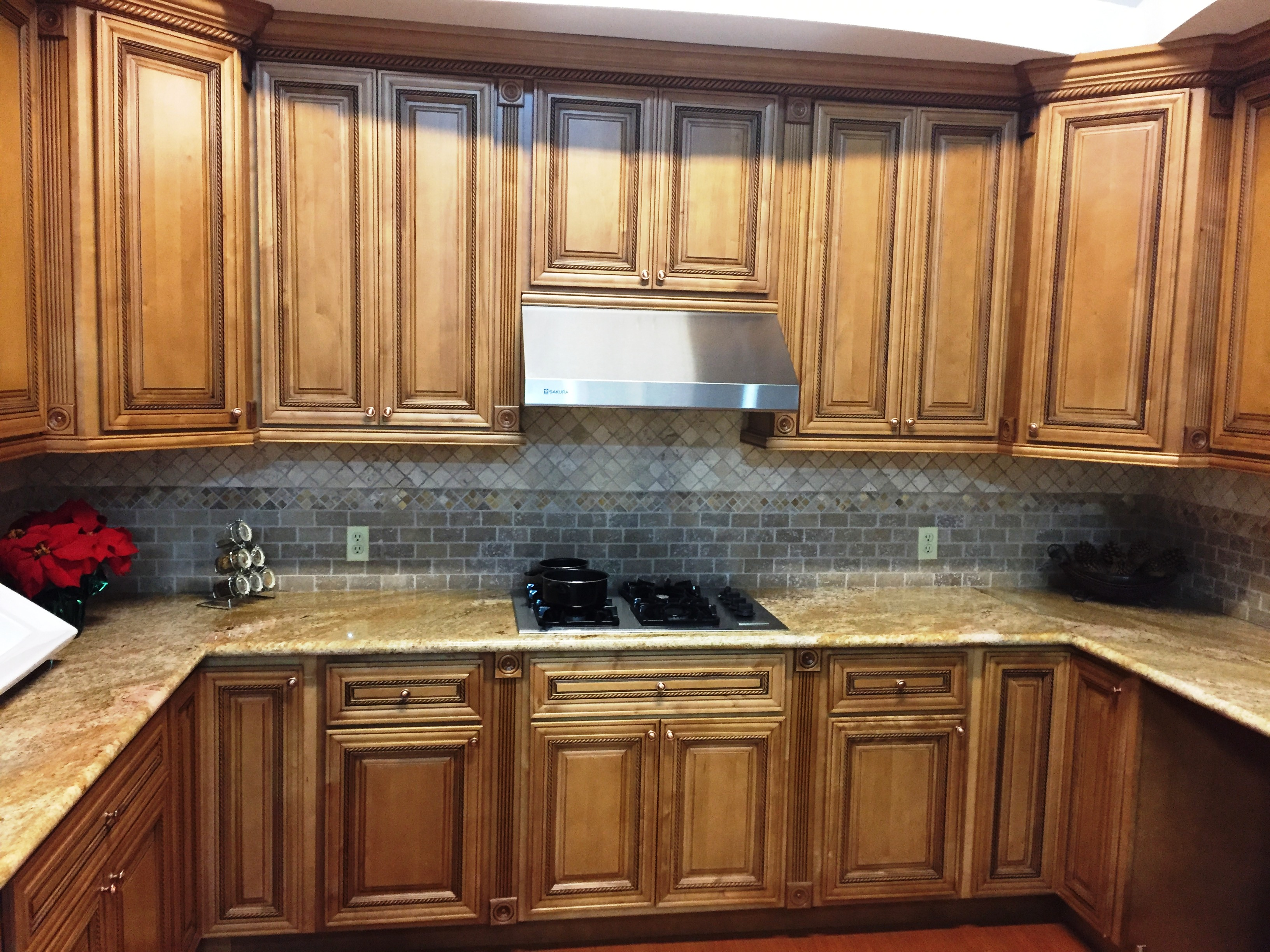 maple glazed kitchen cabinets mocha glazed maple kitchen cabinets 23044
