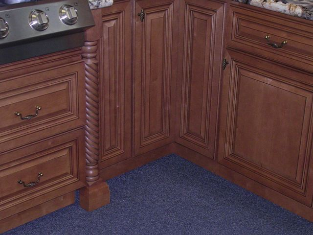 Cinnamon Maple Glazed Kitchen Cabinets gallery image