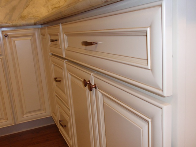 Antique white maple glazed kitchen cabinets for Pictures of white glazed kitchen cabinets