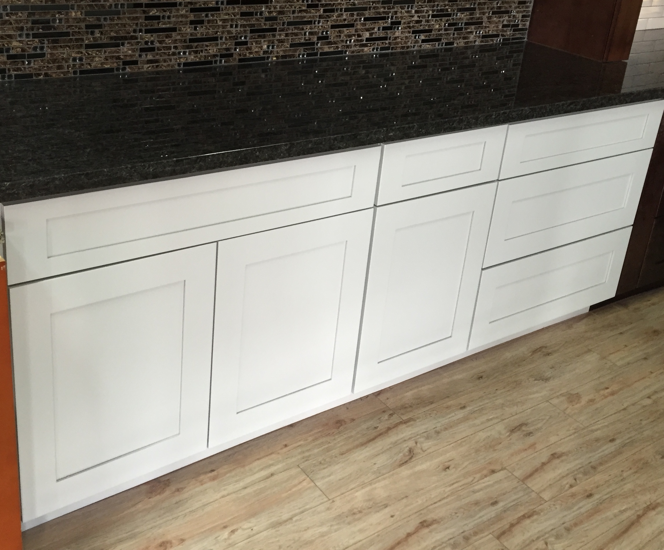 White Maple Shaker Kitchen Cabinets