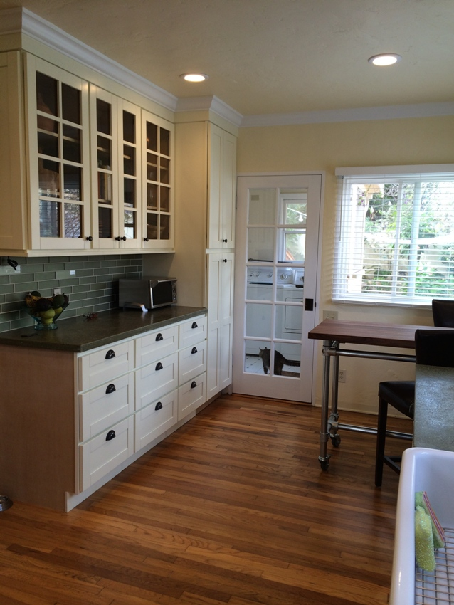 Painting kitchen cabinets cream paint best home design for Best cream paint color for kitchen cabinets