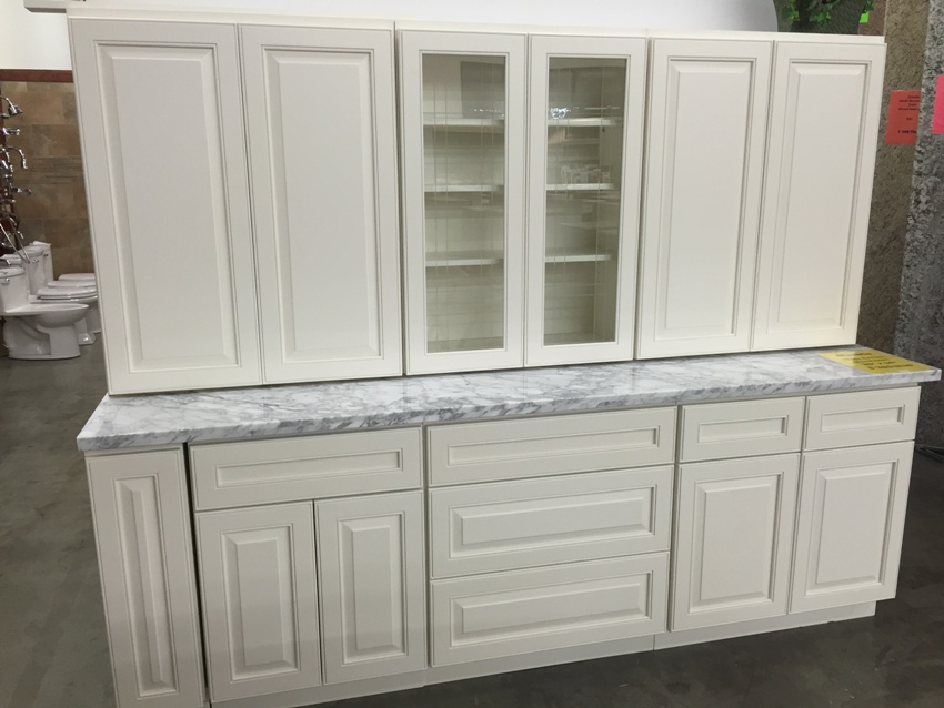 White kitchen cabinets with raised panel doors white for Kitchen cabinets jeddah