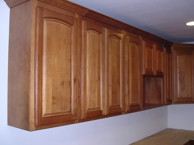 Honey maple arched door kitchen cabinets photo album for Arched kitchen cabinets