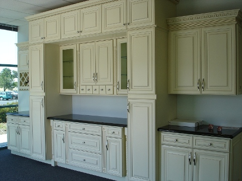 3B Creme Glazed Maple Raised Panel Cabinets,dovetail with soft close slides